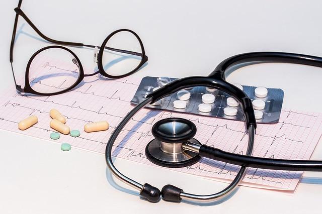 40 Krankenkassen erhöhen Beiträge / Milliardendefizit