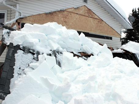 Schneedruck und Dachlawinen: So sind die Schäden versichert