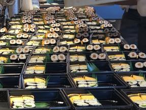 大量の寿司折ご注文いただきました!