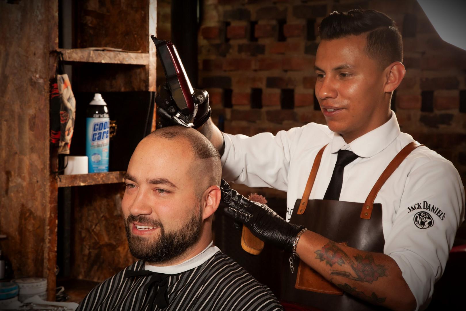 Corte y Trimming de Barba o Razurada Tradicional