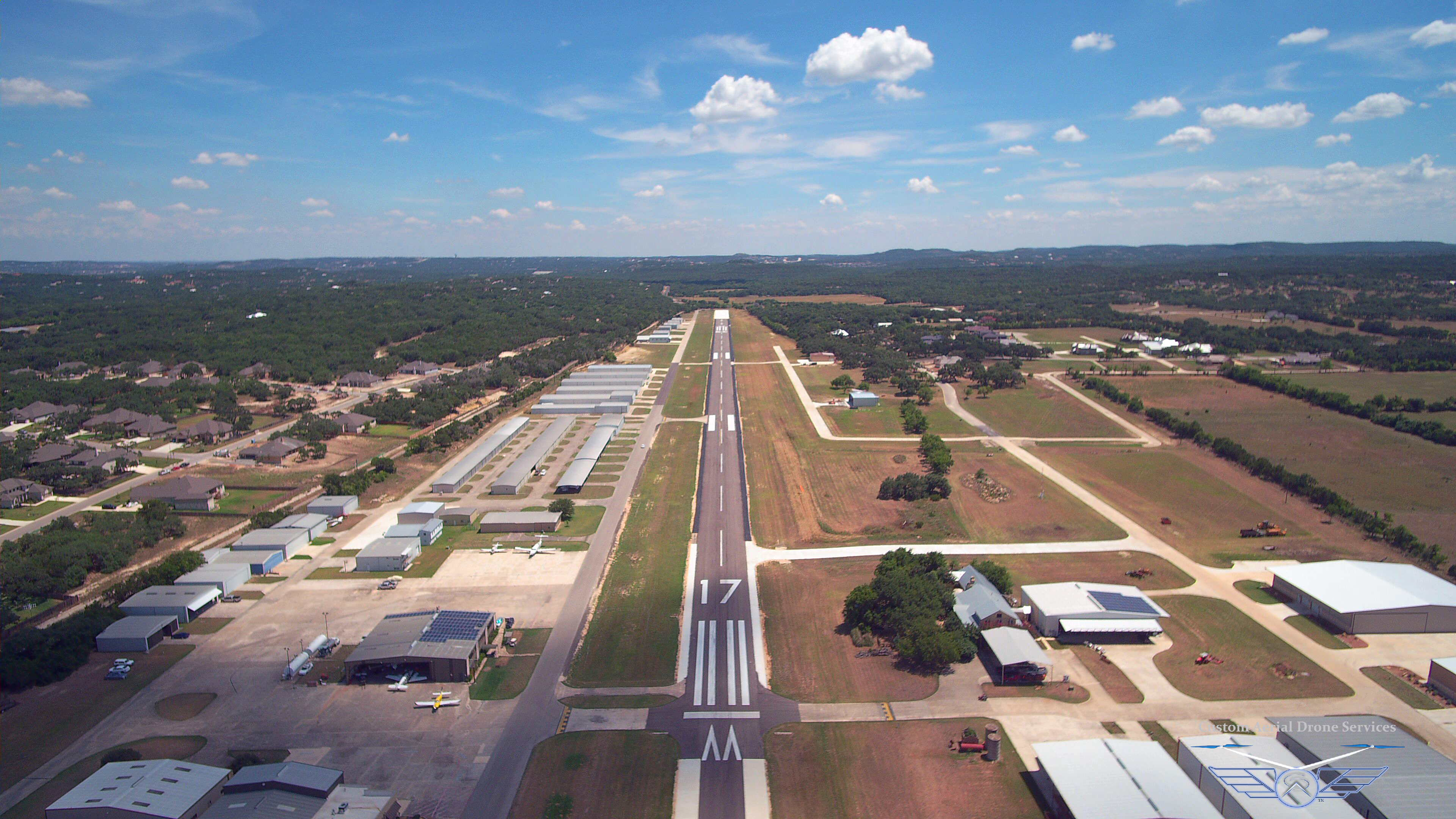 Boerne Stage Airfield 5C1, Runway 17