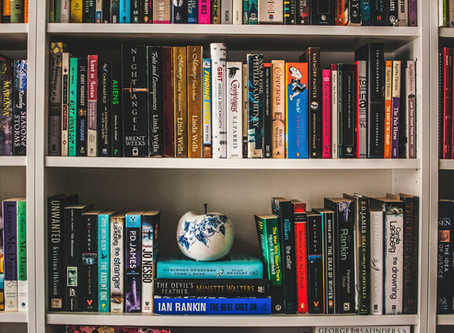 How to Decorate your Bookshelves