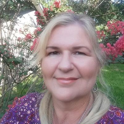 A photo of author Eva Pohler.