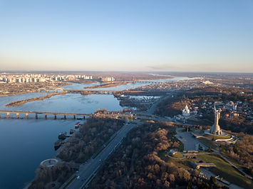 beautiful-urban-landscape-on-the-left-right-banks--ZV52BEP.jpg