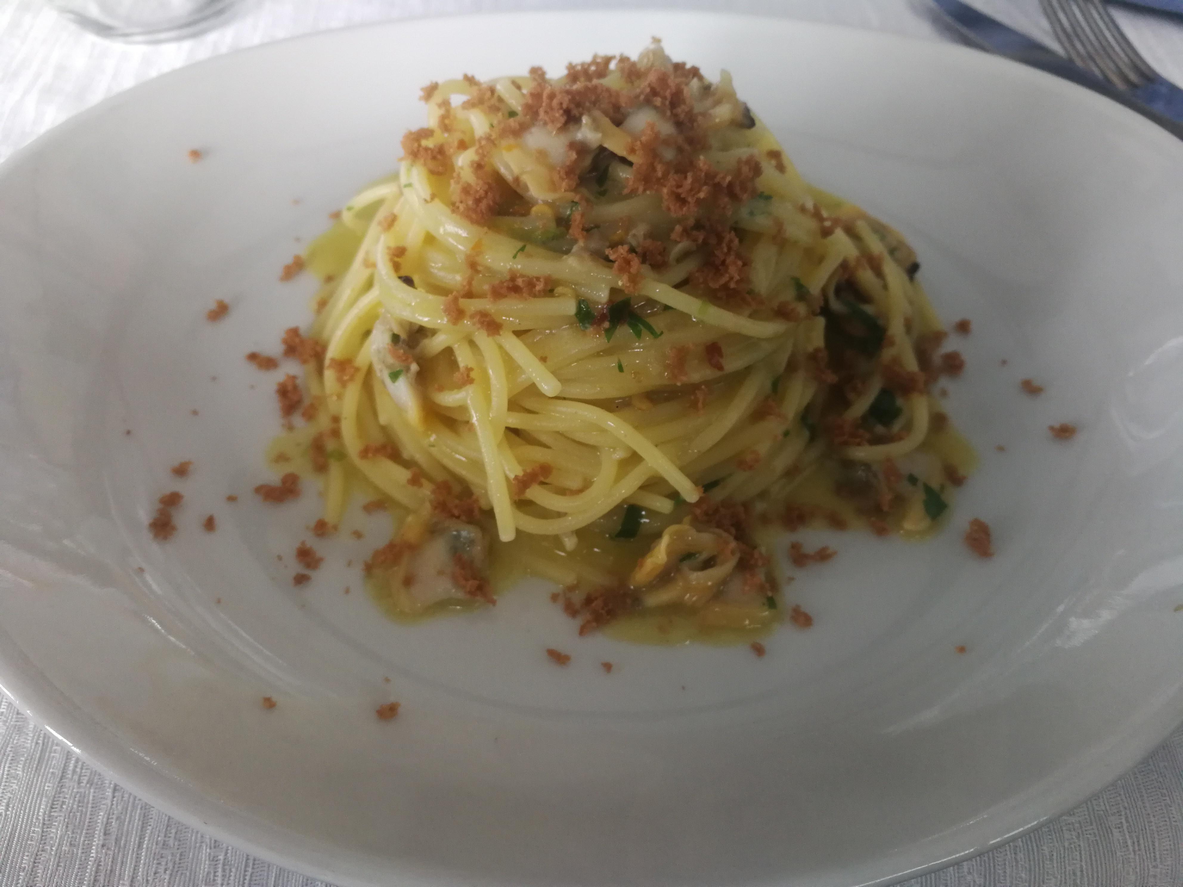 spaghetti vongole bottarga e fiori di zucca