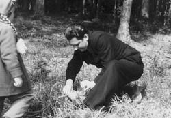 Светлана с папой на сборе грибов