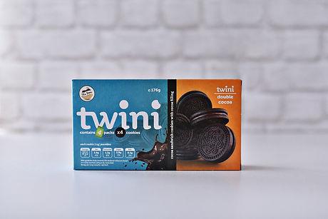 Twini_double_cocoa_sandwich_cookie.jpg