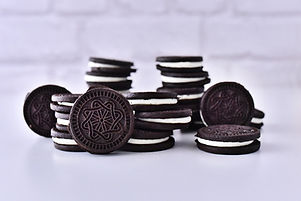 Dark_cocoa_cookies_with_vanilla_cream_bulk_edited.jpg