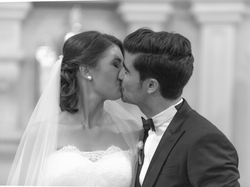 A wedding kiss fit for Hollywood