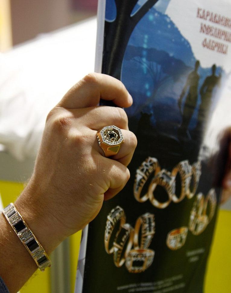 Золотое кольцо, браслет, мужское с ониксами из золота и серебра