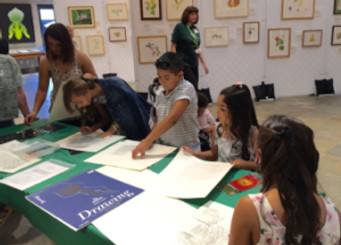 Exploring stencil leaf rubbings in graphite and colored pencil at The Huntington. Photo © Janice Sharp, 2015.