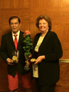Rosarian Luis Desamero (left) and Tania Norris (right) with the award-winning rose. © Tania Norris, 2014.
