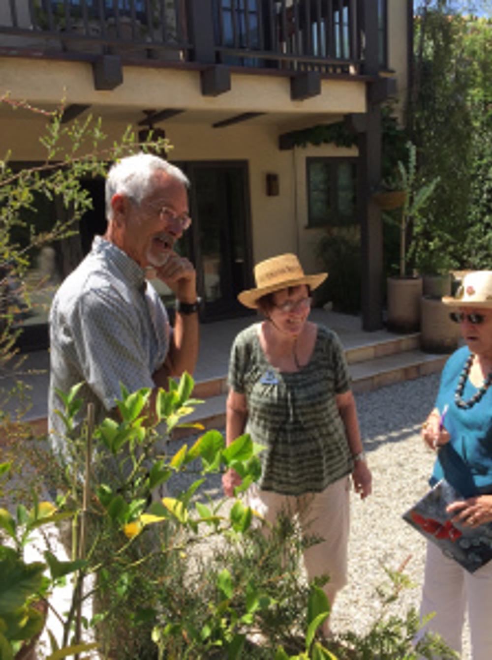 BAGSC members Steve Hampson, Rita Hopper and Leslie Walker discuss an interesting specimen in the back yard. Photo by Clara Josephs, © 2016.
