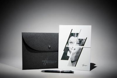 Ensemble pochette en feutrine noire, bloc-notes et stylo