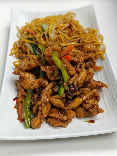 Crispy Ginger Chicken w/ Hakka Noodles