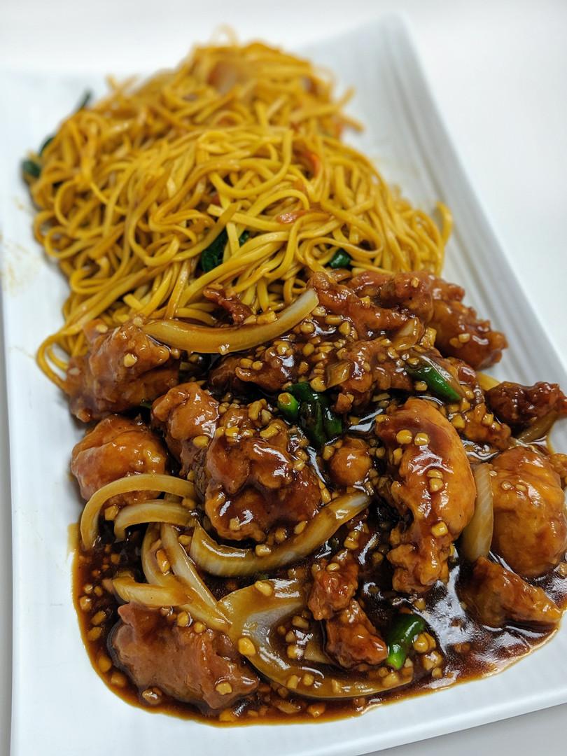 Chilli Chicken w/ Hakka Noodles