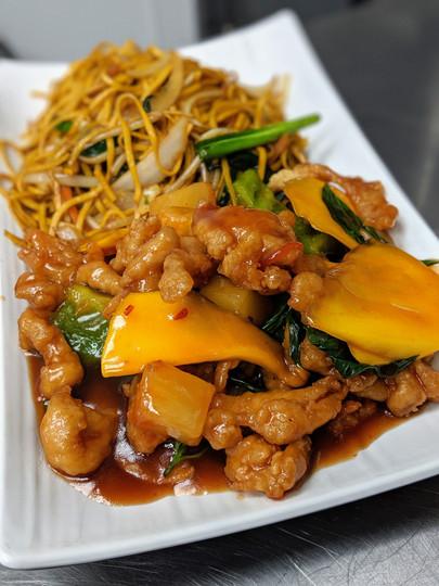 Spicy Mango Chicken w/ Hakka Noodles