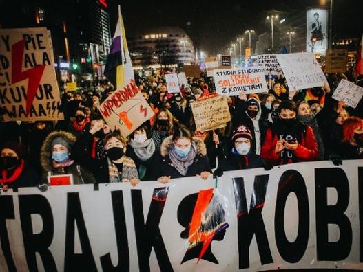 На улицы возвращается борьба за право на аборт — Польша