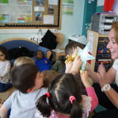 teaching, shapes, star, fun, group, involvement, nursery children, spanish language.JPG