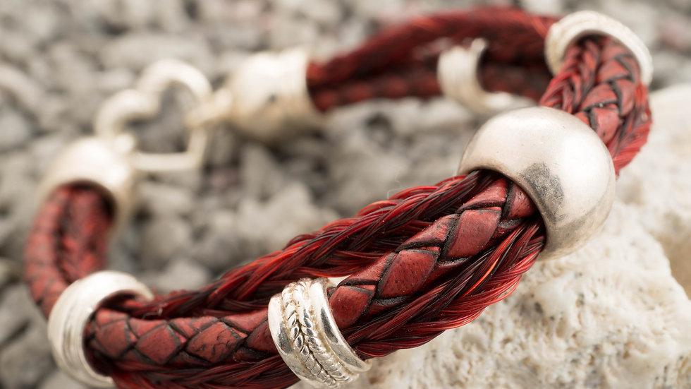 farbiges Armband aus Pferdehaar