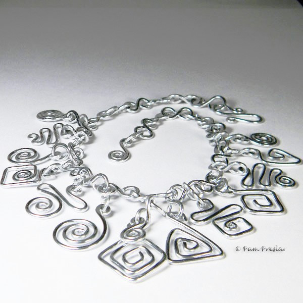 Necklace made of aluminum wire.