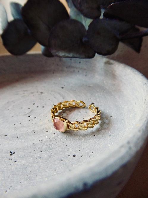 GOLDENER BASIC RING MIT LACHSFARBENEM JADE EDELSTEIN (GRÖSSENVERSTELLBAR)