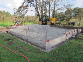 Isolation de la dalle réalisée avec du technopor.  Les fondations «conventionnelles» en béton de ciment et féraillage sont fréquemment utilisées car elles sont très simples à mettre en oeuvre.