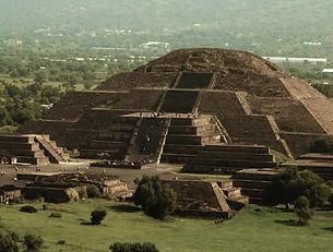 TEOTIHUACAN- Piramide de la Luna.jpg