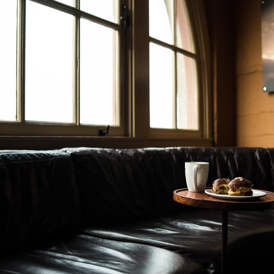 croissant-breakfast-seattle-washington-coffeeshop