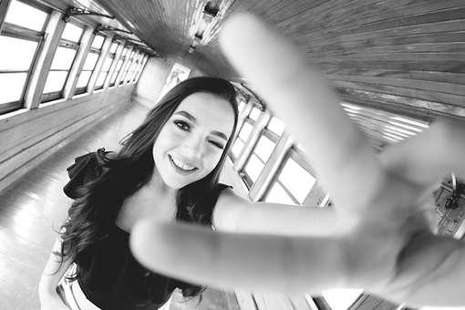 Ensaio fotográfico de 15 anos em vagão de trem, debutante