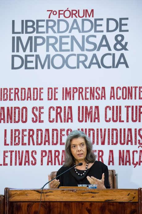 Evento corporativo, fórum liberdade de imprensa, mistra Carmen Lúcia