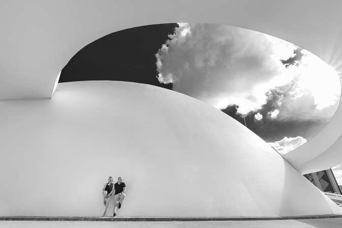 Ensaio fotográfico de casal no museu nacional de brasília