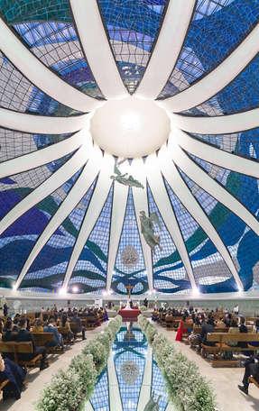 Panorâmica vertical em casamento na Catedral de Brasília