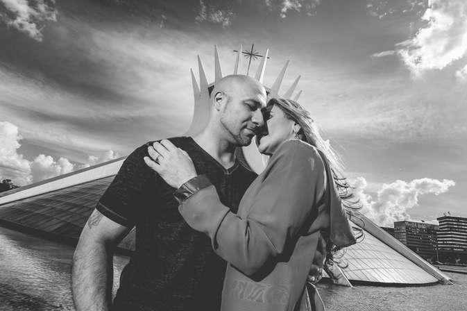 Ensaio fotográfico com casal na Catedral Metropolitana de Brasília