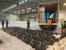 İzmir Depremzedelere Yardımların Taşınması