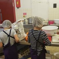 les_enfants_préparent_le_repas.jpg