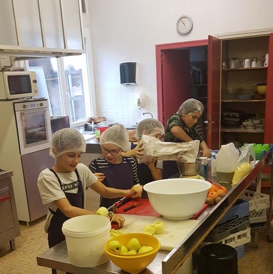 les enfants cuisinent.jpg