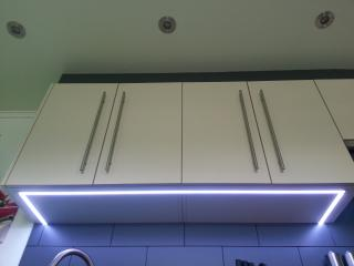 Keuken Hangkast met ingebouwde LED