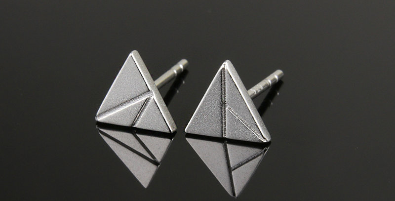 Triangle Ear Stud Unisex
