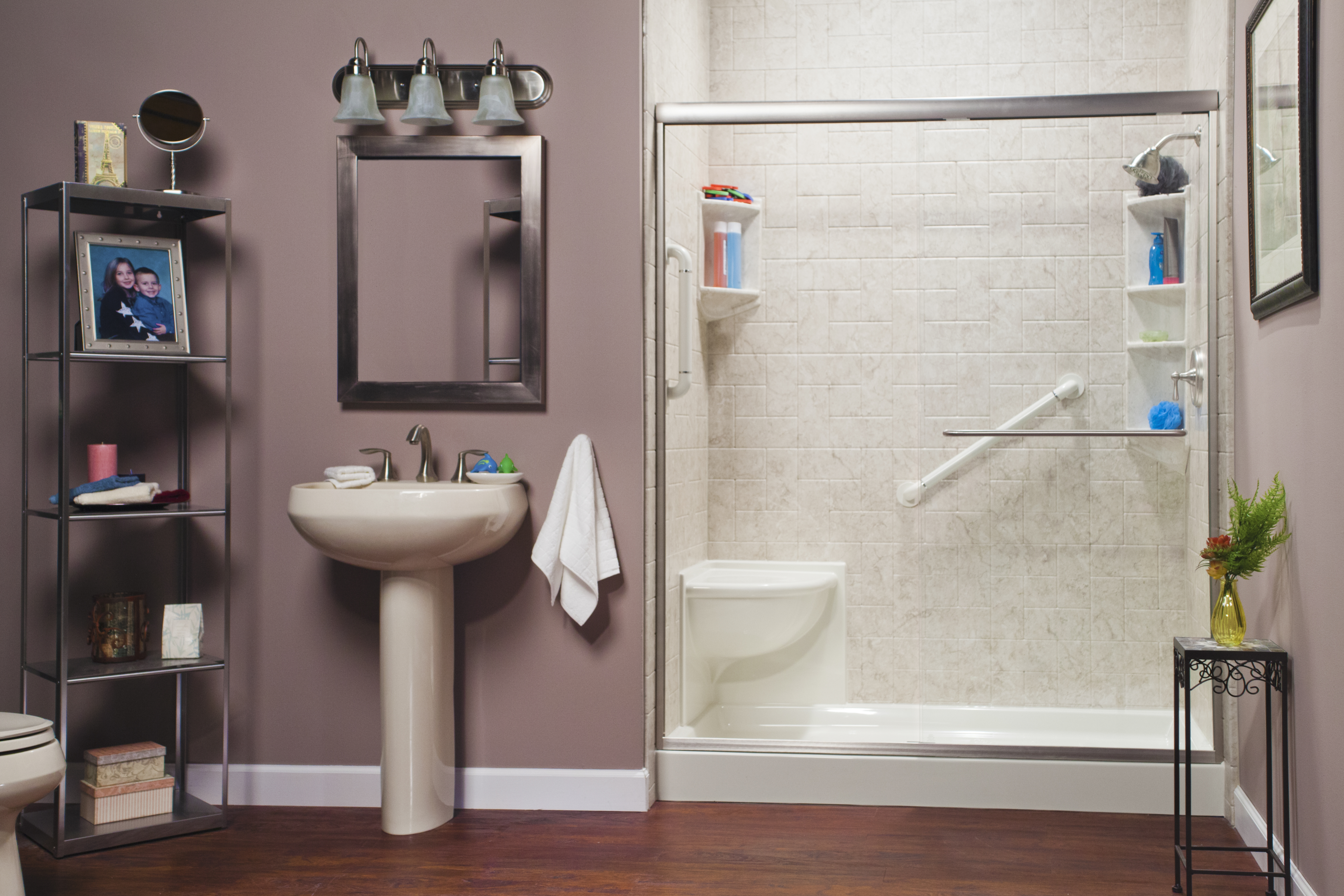 Biscuit_Corner_Seat_&_Shower_with_Brecchia_Windmill_Walls_&_Brushed_Nickel_Photo1_IMG_0757_HR_bci.jp