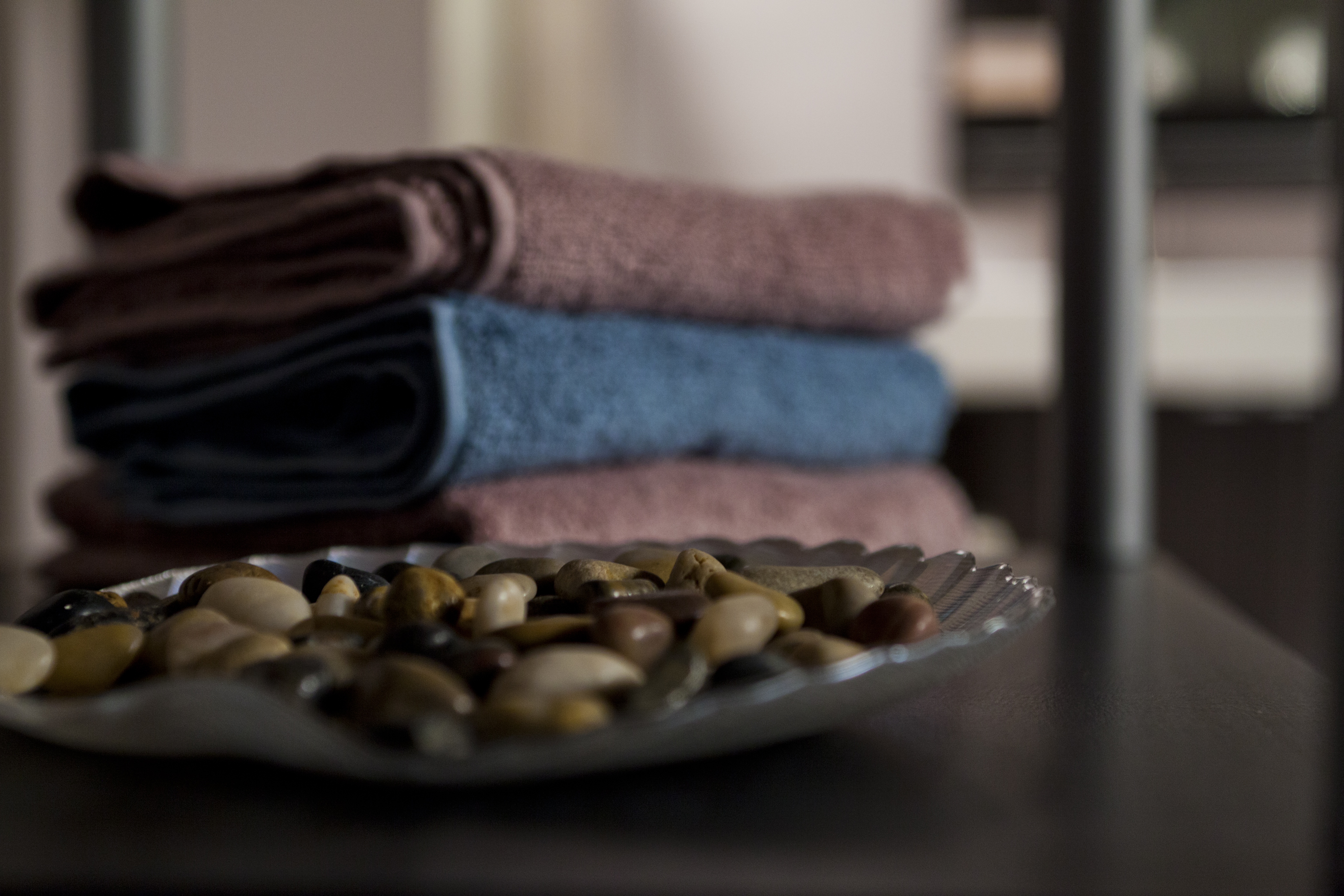Stacked_Blue_and_Purple_Towels_Tray_Rocks_in_Foreground_IMG_0410_HR_bci.jpg