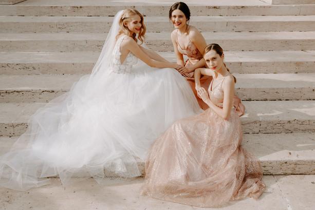 noiva-madrinhas-escadaria-casamento.jpg