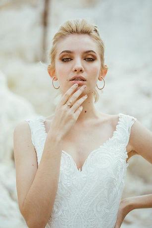 engagement-ring-bridal-look.jpg