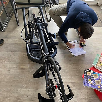 Conception FL3D de l'assise et du pédalier d'un Handbike pour la société PRECISTEEL