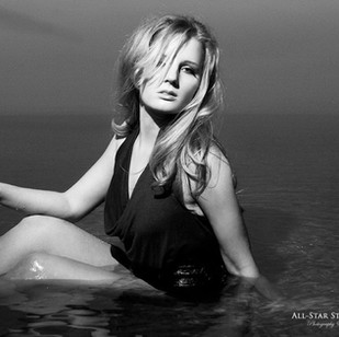 Allstr Nicole Jolly,-Aaron R Lindemann.j