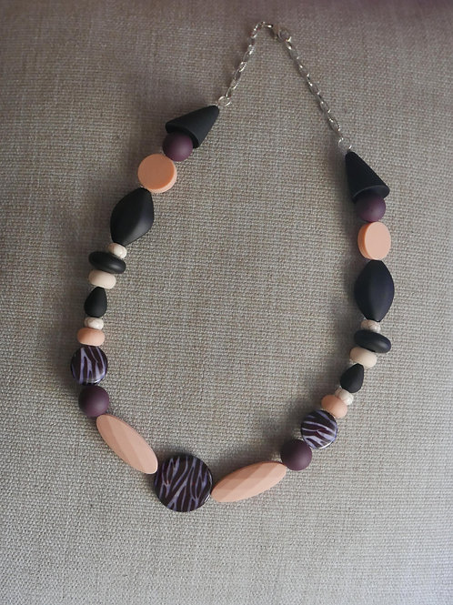BLACK SHELL NECKLACE