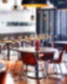 Suelo de madera en restaurante