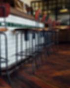 Suelo de madera en local comercial