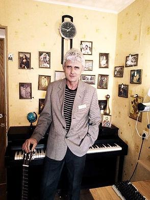Фото композитора и гитариста Валерия Дзябенко - автора многочисленных произведений для классической гитары.