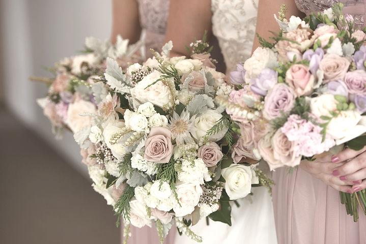 wedding-flowers-2051724_1920_edited.jpg